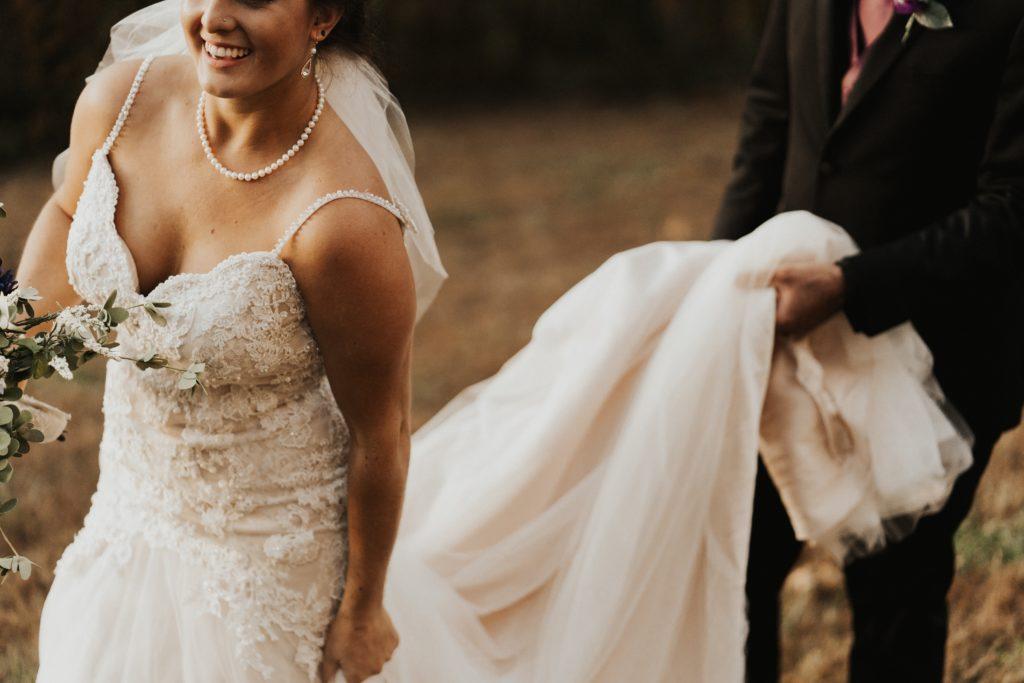 wybieram suknie slubna 1024x683 - Jak wybrać suknię ślubną? Sprawdź!