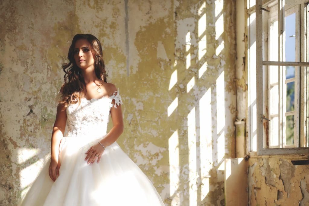 wybor sukni slubnej 1 1024x683 - Jak wybrać suknię ślubną? Sprawdź!