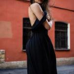 Czarna sukienka na weselu wygląda żałobnie?
