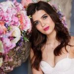 Krótka suknia ślubna – czy warto zrezygnować z tradycji?