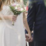 Kiczowata suknia ślubna – takiej nie wybieraj!