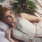 skromna suknia slubna 150x150 - Zimowe okrycia ślubne. Futerko czy sweterek do sukni ślubnej?