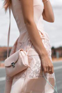 stylizacja weselna 200x300 - Najpiękniejsze sukienki czyli jak się ubrać na wesele jako gość?
