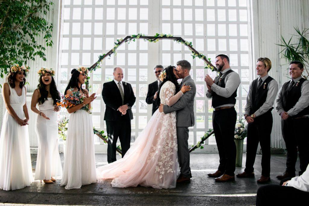 trend ślubny haftowane suknie ślubne